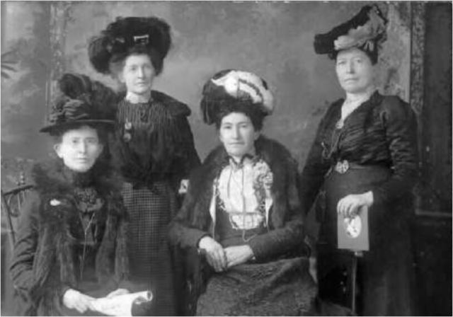 Hollinger sisters