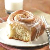 cinnamon-bun-on-a-plate-2