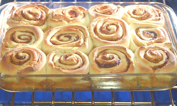 cinnamon-roll-oven-1