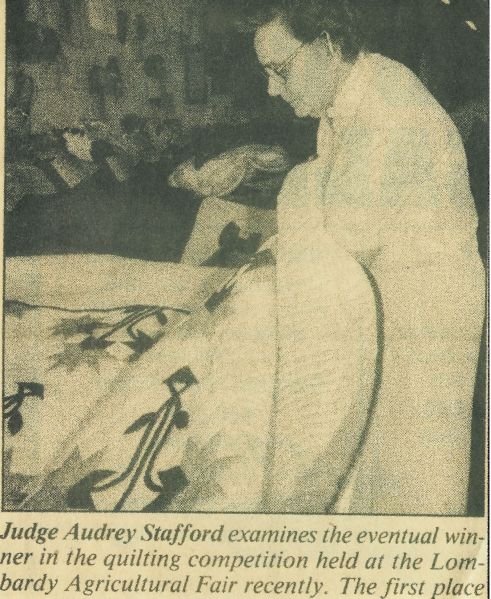 Audry Stafford judging a quilt
