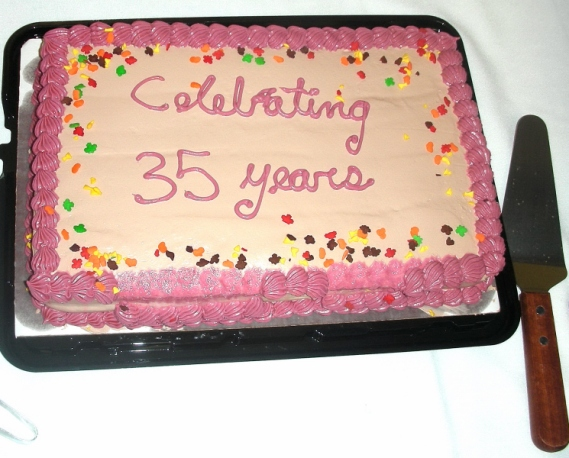 lcgs-35th-anniversary-cake-20160001