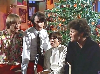 m2-christmas-monkees