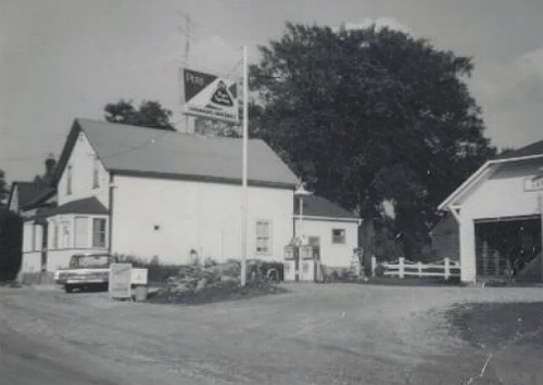 cavanaghs-store-black-and-white